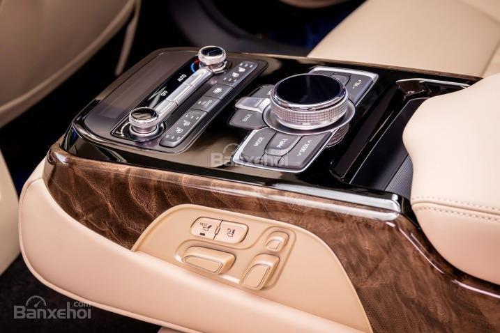 Đánh giá xe Genesis G90 2017 về trang bị nghe nhìn a5