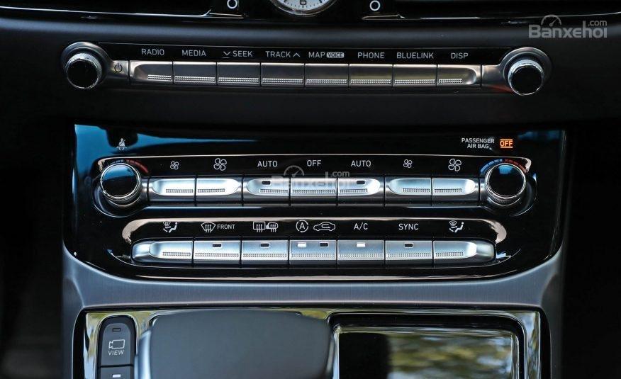 Đánh giá xe Genesis G90 2017: Bảng điều khiển trung tâm a3
