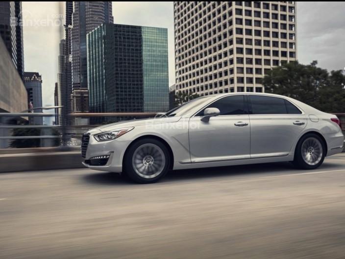 Cảm giác lái Genesis G90 không thua kém gì những mẫu xe cao cấp tên tuổi như Mercedes S-Class hay Audi A8.