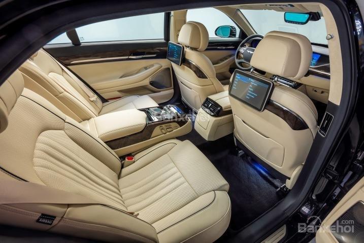 Hệ thống ghế ngồi trên Genesis G90 2017 được bọc da mềm Nappa cao cấp a1