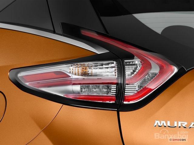 Đánh giá xe Nissan Murano 2017: Đuôi xe ấn tượng với vòm trên cửa sổ khum xuống về phía đèn hậu a2
