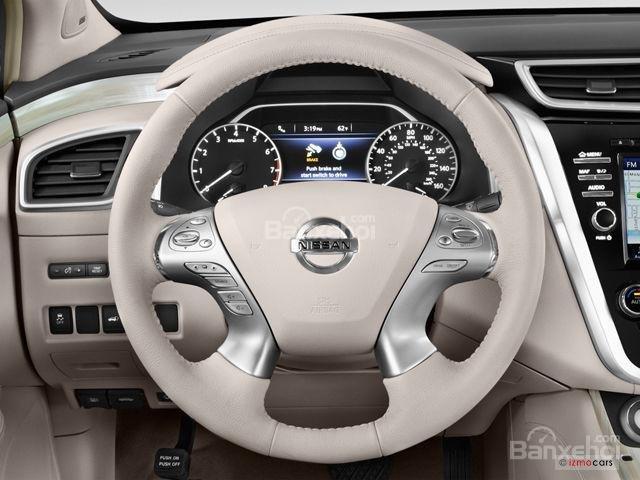Đánh giá xe Nissan Murano 2017: Thiết kế vô-lăng 4 chấu thể thao tích hợp các nút điều khiển chức năng.