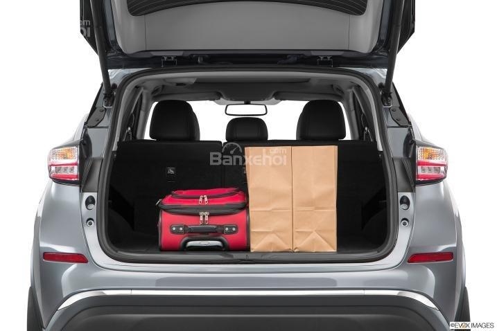 Đánh giá xe Nissan Murano 2017: Khoang chứa đồ vừa phải a3