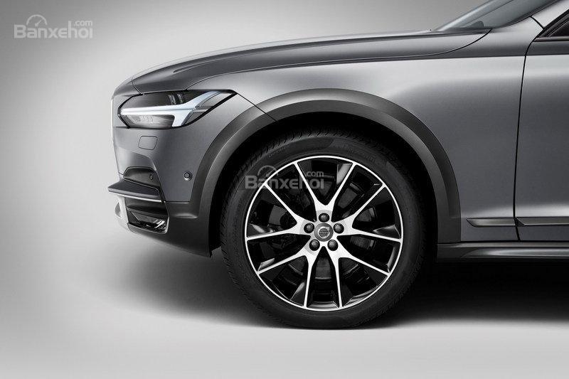 Đánh giá xe Volvo V90 Cross Country 2018: Mâm xe cỡ lớn.
