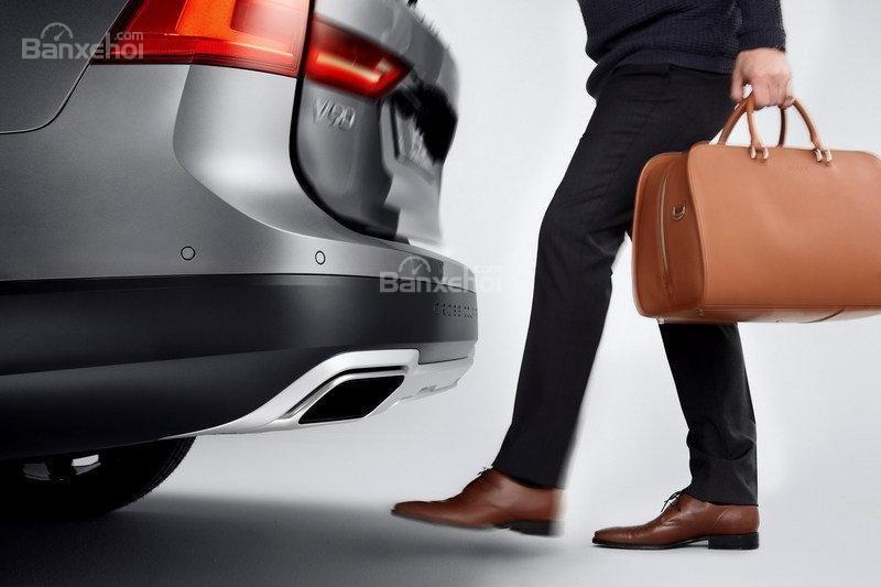 Đánh giá xe Volvo V90 Cross Country 2018: Ống xả đơn.