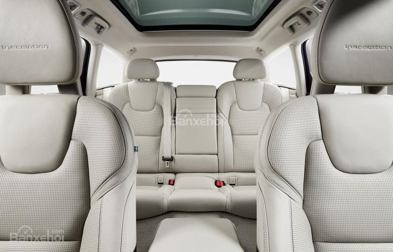 Đánh giá xe Volvo V90 Cross Country 2018: Không gian ghế ngồi khá thoải mái.