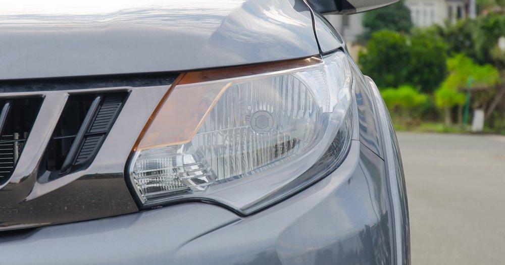 Đánh giá xe Mitsubishi Triton 2017 có đèn pha Halogen.