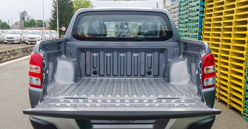 Đánh giá xe Mitsubishi Triton 2016 có thùng xe tương đối lớn.