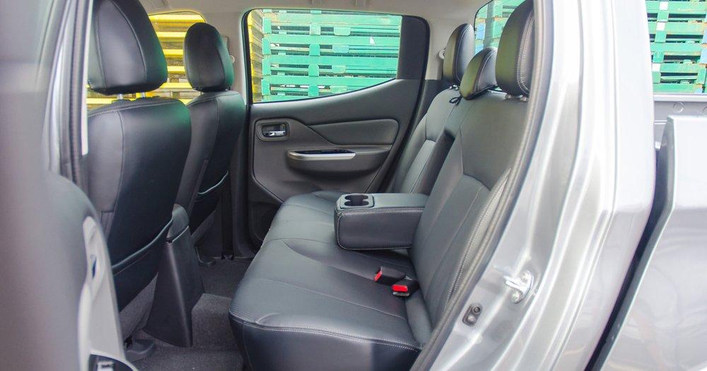 So sánh Mitsubishi Triton MIVEC 2017 và Mazda BT-50 2016 về ghế xe 3