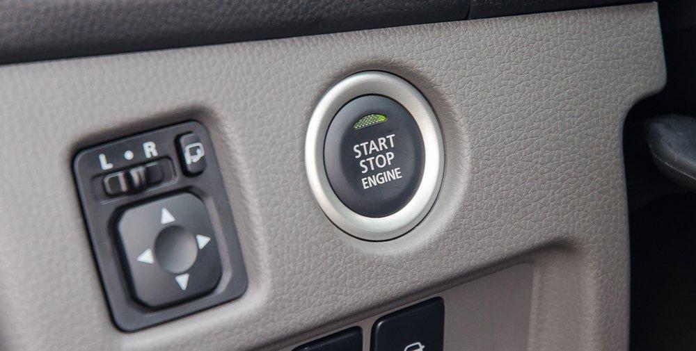 Đánh giá xe Mitsubishi Triton 2017 có chìa khóa thông minh mở xe bằng phím bấm.