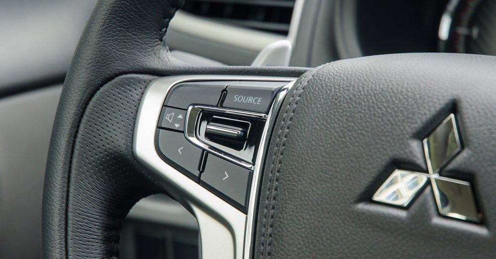 Đánh giá xe Mitsubishi Triton 2017 tích hợp nhiều phím giải trí, tiện ích trên vô lăng 1.