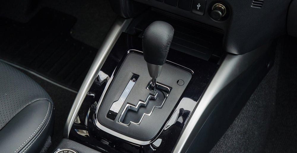 So sánh Mitsubishi Triton MIVEC 2017 và Mazda BT-50 2016 về hộp số.