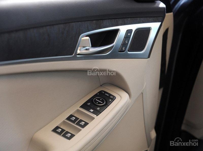Đánh giá xe Genesis G80 2017: Thiết kế cửa xe chắc chắn a2