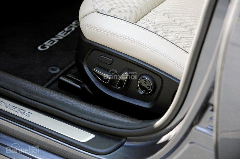 Đánh giá xe Genesis G80 2017: Các nút điều chỉnh ghế ngồi.
