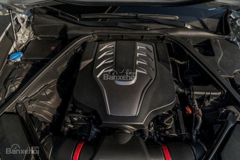 Genesis G80 2017 sẵn có 2 tùy chọn động cơ 3.8 (V6) và 5.0 (V8).