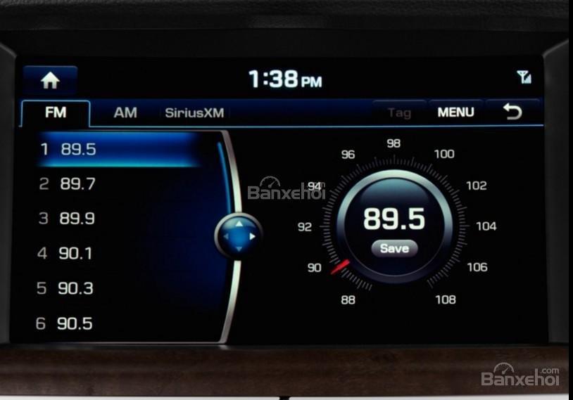 Đánh giá xe Genesis G80 2017: Bảng điều khiển trung tâm có thiết kế đơn giản, ít nút điều chỉnh 4