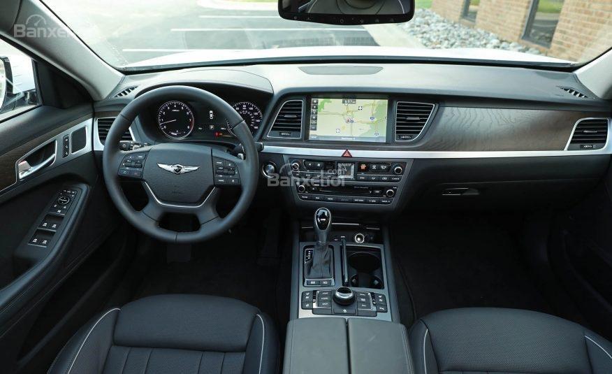 Đánh giá xe Genesis G80 2017: Bảng điều khiển trung tâm có thiết kế đơn giản, ít nút điều chỉnh.