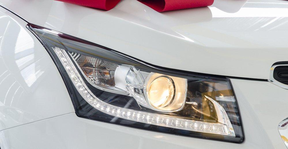 Đánh giá xe Chevrolet Cruze 2017 có đèn pha dạng thấu kính mới cùng đèn LED ban ngày.