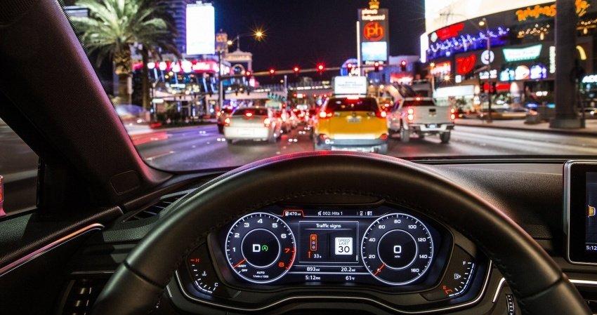 """Audi giới thiệu hệ thống """"giao tiếp đèn đường"""" ."""