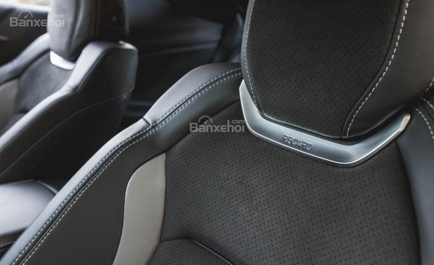 Đánh giá xe Chevrolet Camaro 2017 về không gian ghế ngồi a3