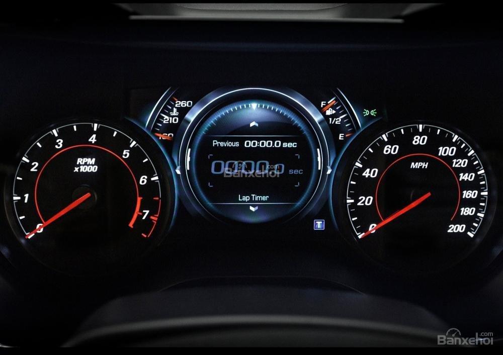 Đánh giá xe Chevrolet Camaro 2017: Bảng đồng hồ lái a3