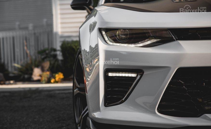 Đánh giá xe Chevrolet Camaro 2017: Đèn pha tự động.