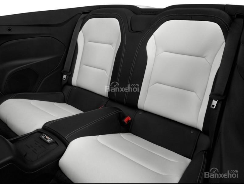 Đánh giá xe Chevrolet Camaro 2017 về không gian ghế ngồi a5