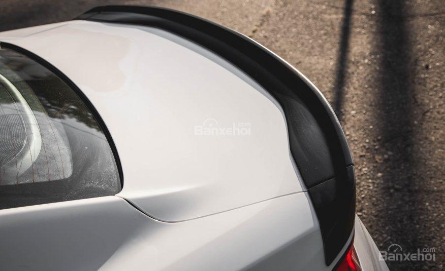 Đánh giá xe Chevrolet Camaro 2017: Cánh gió sau.
