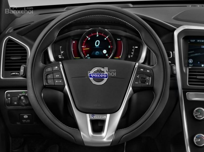 Đánh giá Volvo XC60 2017: Vô-lăng bọc da tích hợp các nút bấm điều khiển a2