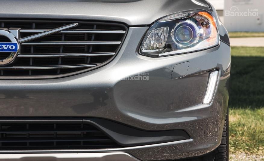 Đánh giá Volvo XC60 2017: Đèn pha LED với thiết kế thanh mảnh.