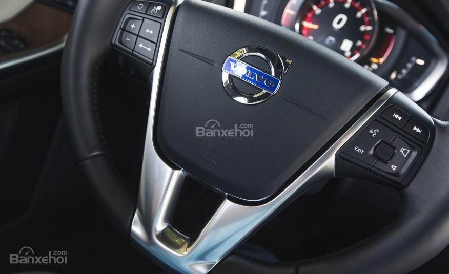 Đánh giá Volvo XC60 2017: Vô-lăng bọc da tích hợp các nút bấm điều khiển a3