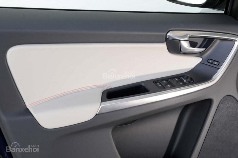 Đánh giá Volvo XC60 2017: Hệ thống nút điều khiển cửa xe.