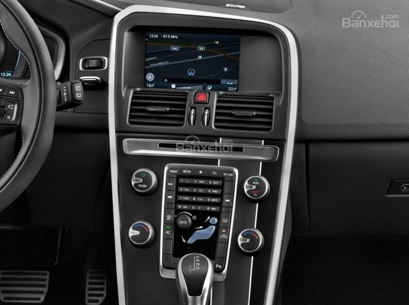 Đánh giá Volvo XC60 2017 về bảng điều khiển trung tâm a1