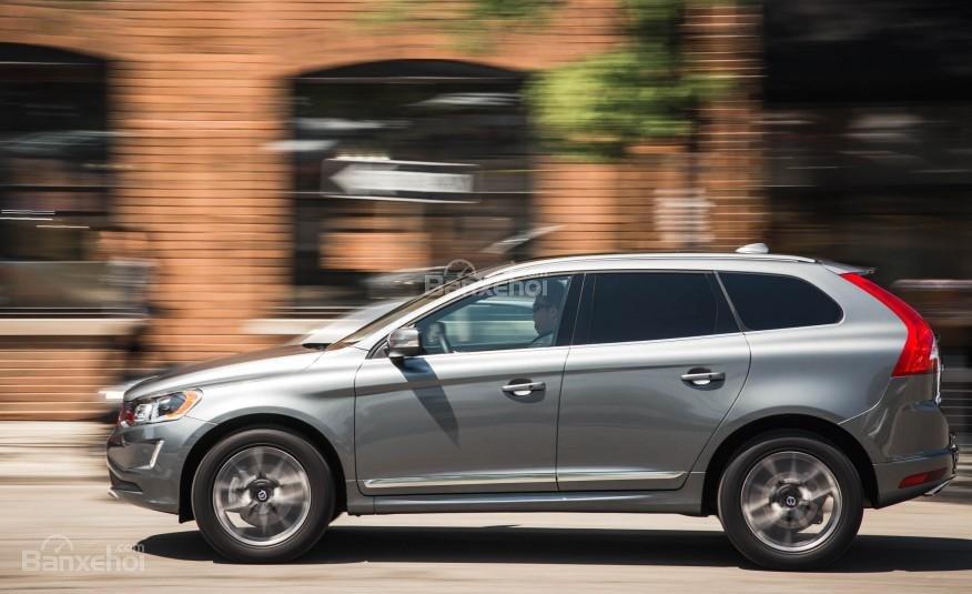 Đánh giá Volvo XC60 2017: Thân xe đi theo xu hướng năng động, trẻ trung phù hợp với giới trẻ.
