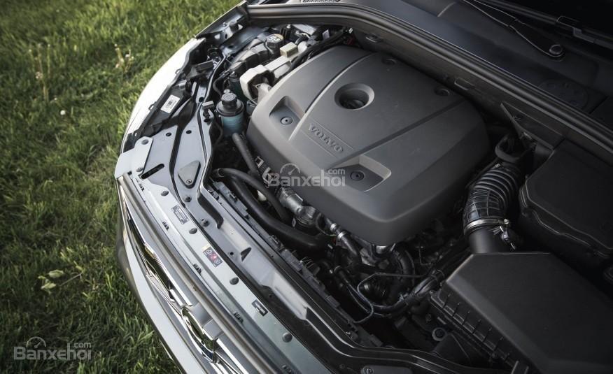 Volvo XC60 2017 sở hữu động cơ 4 xi-lanh mạnh mẽ.