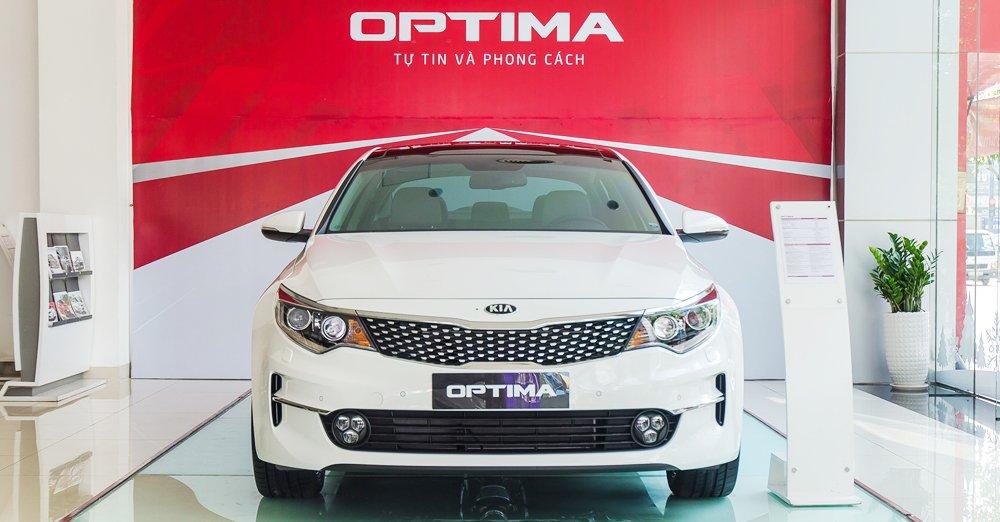 Đánh giá xe Kia Optima 2017 có diện mạo trẻ trung nhưng khá lạnh lùng.