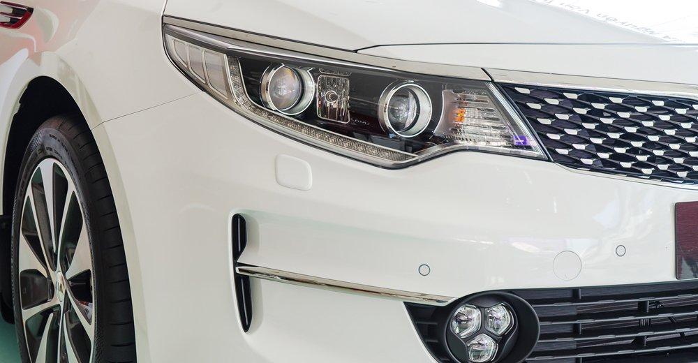 Đánh giá xe Kia Optima 2017 có đèn pha HID-Xenon thế hệ mới.
