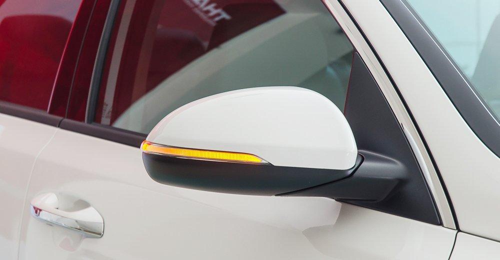 Đánh giá xe Kia Optima 2017 có gương chiếu hậu chỉnh/gập điện, tích hợp LED báo rẽ.