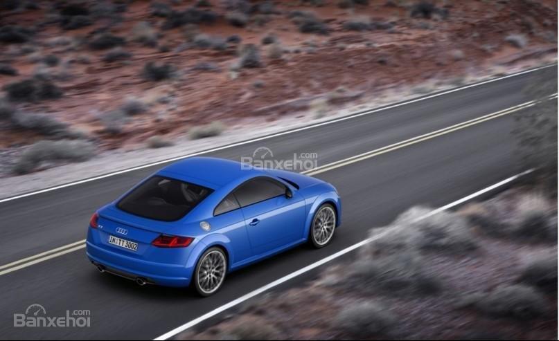 Audi TT 2017 cho khả năng xử lý nhạy bén, linh hoạt và êm ái.