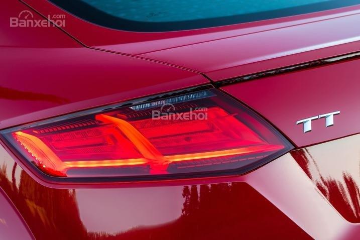 Đánh giá xe Audi TT 2017: Đèn hậu LED đa giác.