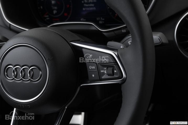 Đánh giá xe Audi TT 2017: Vô-lăng thiết kế đáy phẳng tích hợp các nút bấm chức năng và còi a3