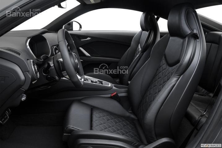 Đánh giá xe Audi TT 2017: Hệ thống ghế ngồi bọc da với phong cách thiết kế thể thao.