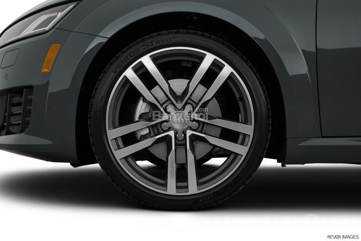 Đánh giá xe Audi TT 2017: La-zăng thể thao kích thước 18-20 inch tùy từng phiên bản.