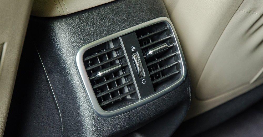 Đánh giá xe Kia Optima 2017 có điều hòa tự động với 2 vùng lấy gió riêng biệt 2.