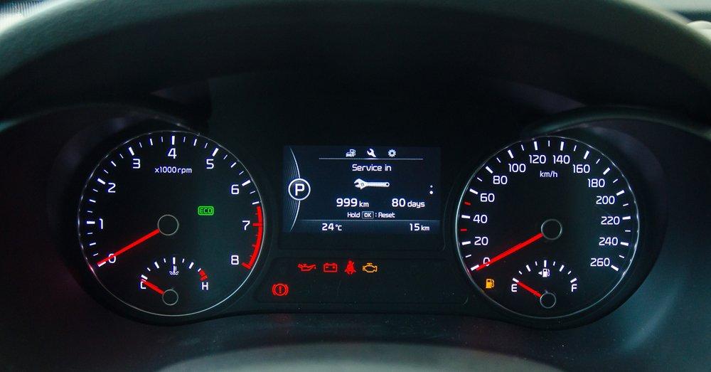 Đánh giá xe Kia Optima 2017 có cụm đồng hồ lái dễ nhìn.