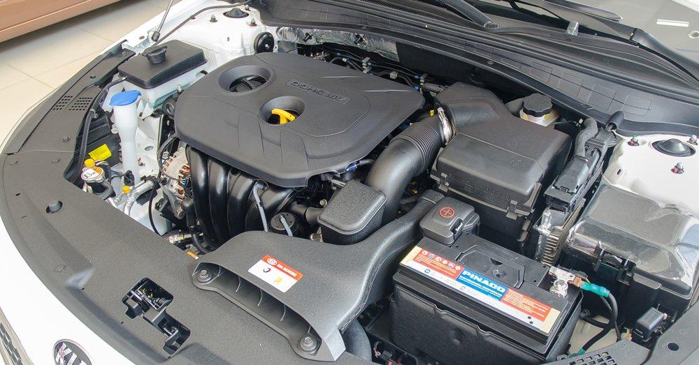 Đánh giá xe Kia Optima 2017 có 2 tùy chọn động cơ là 2.0L hoặc 2.4L.