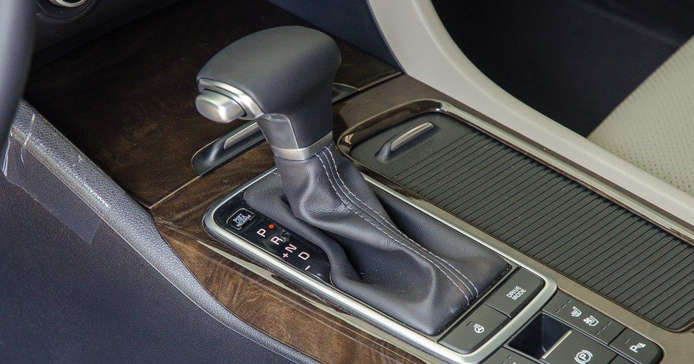 Đánh giá xe Kia Optima 2017 được trang bị hộp số tự động 6 cấp.