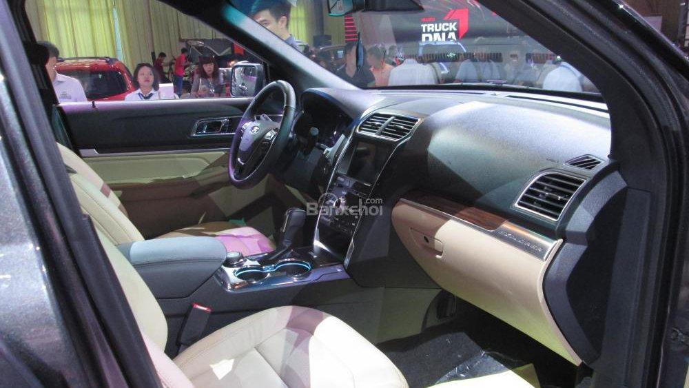 So sánh ngoại thất  xe Toyota Land Cruiser Prado và Ford Explorer - Ngang sức ngang tài 2