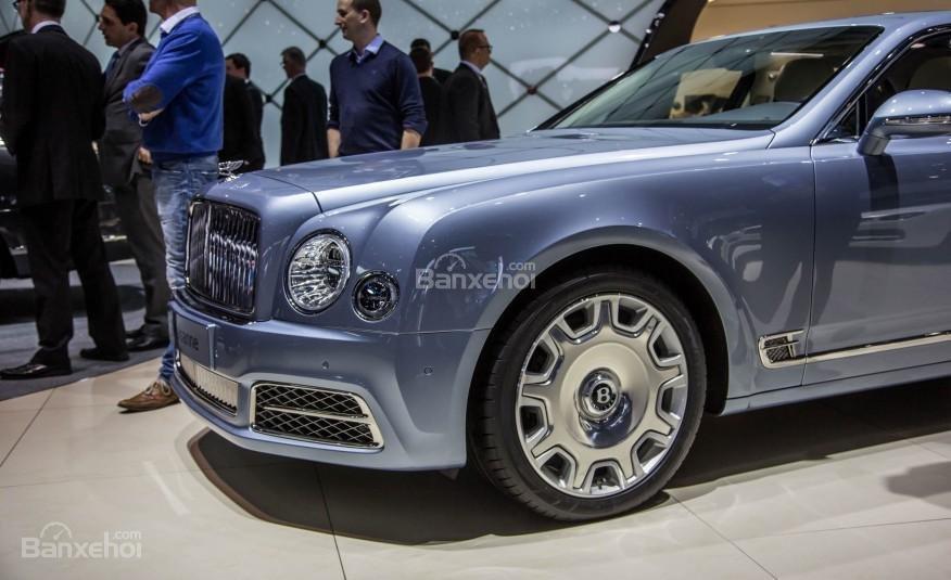Đánh giá xe Bentley Mulsanne 2017: Thiết kế la-zăng bản tiêu chuẩn.