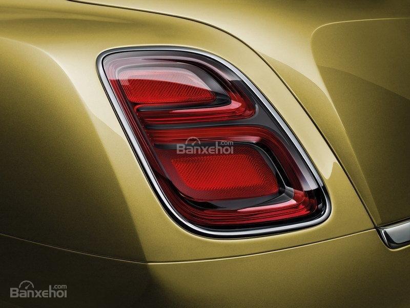 Đánh giá xe Bentley Mulsanne 2017: Đèn hậu hình chữ B mới.